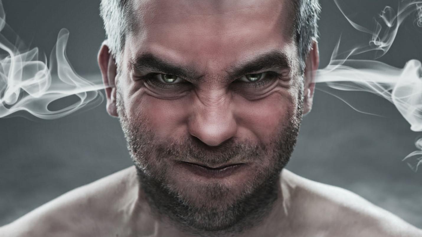 Мужчина в гневе