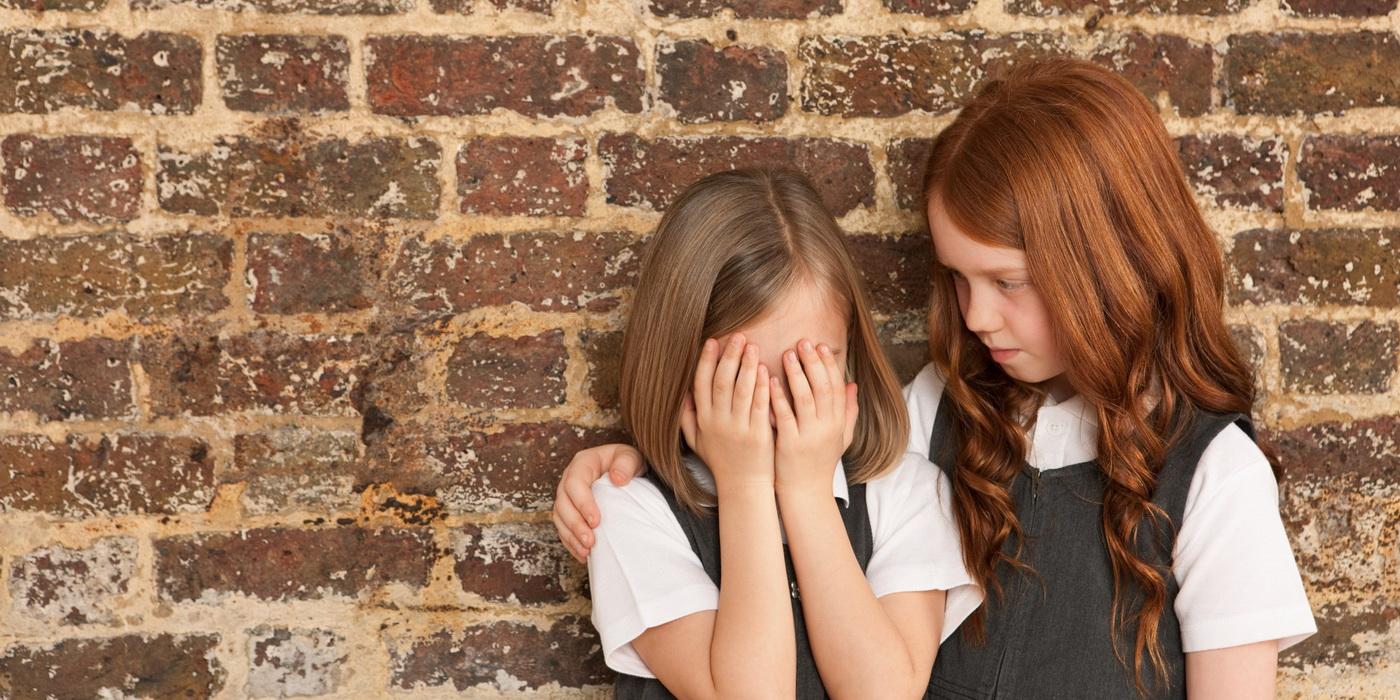 Девочка проявляет сопереживание